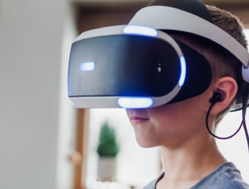 Apple working on develop high end virtual reality headset, expect deliver in 2022